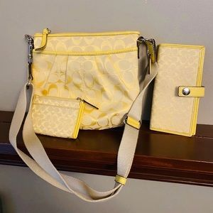 Set coach Yellow purse, wallet and card holder.